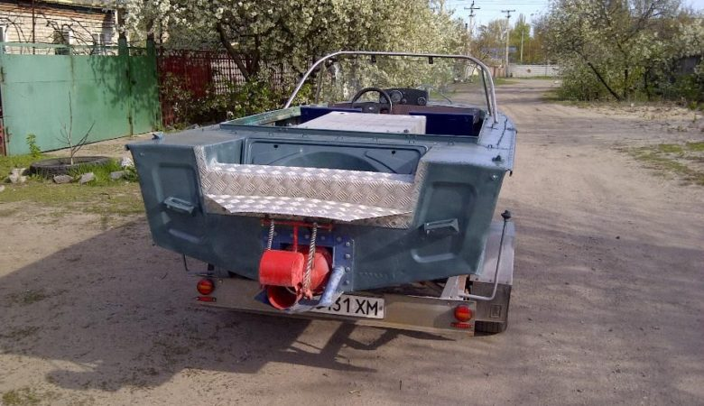 Лодка Днепр с водометом
