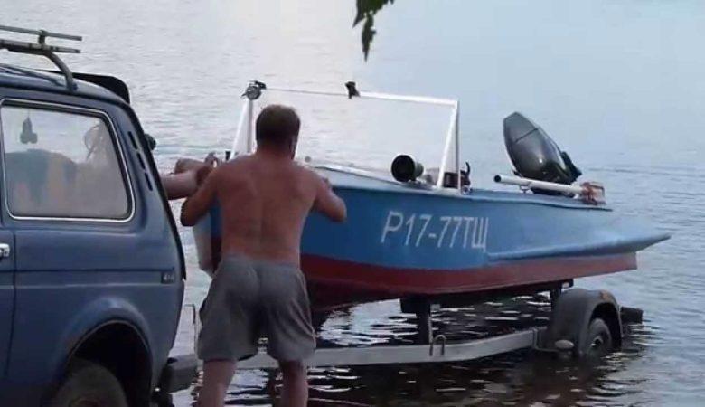 Спуск в воду лодки Казанка М